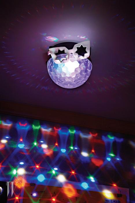 별 모양 렌즈가 독특한 선글라스는 린다 패로우 by 한독 제품. 37만5천원.