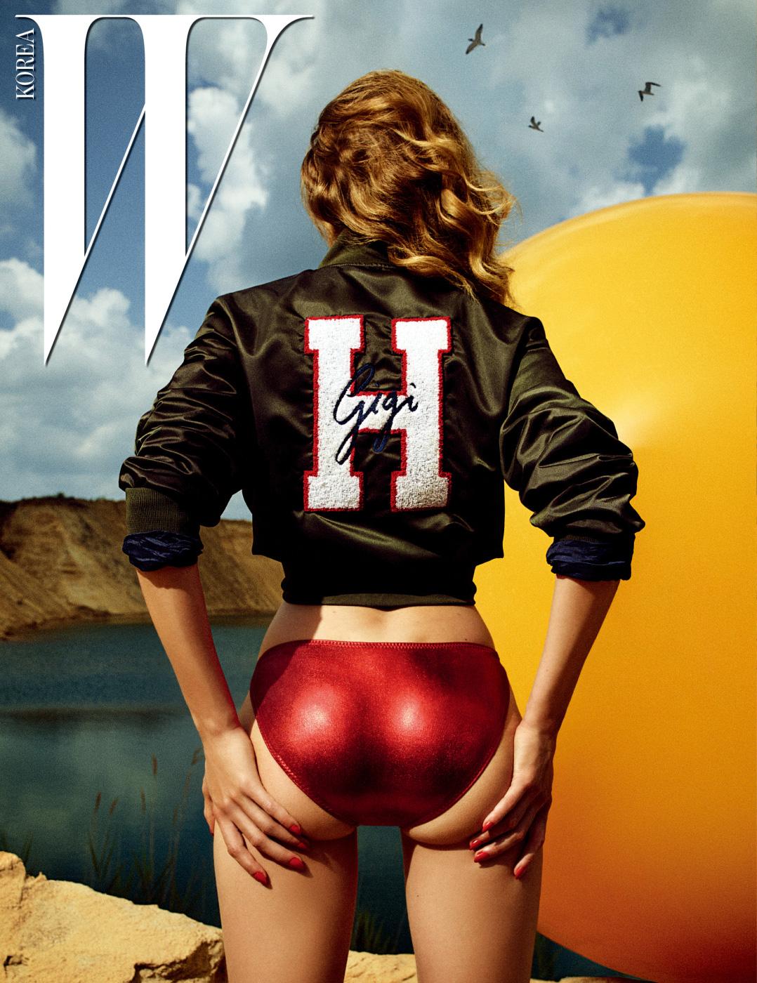 지지의 이름을 새긴 보머 재킷은 TOMMY X GIGI by Tommy Hilfiger 제품.