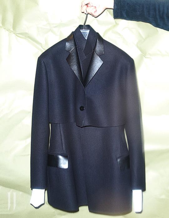매니시한 동시에 우아한 JWL의 테일러드 재킷
