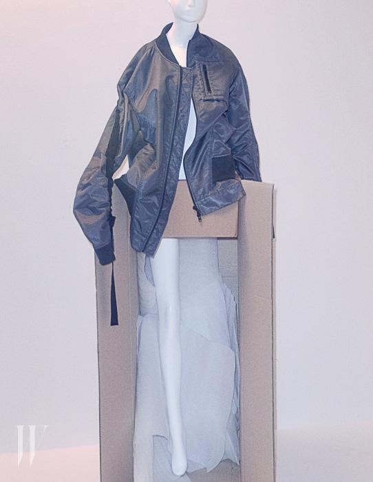 저스틴 비버가 입어서 유명해진 비뮈에트의 보머 점퍼.