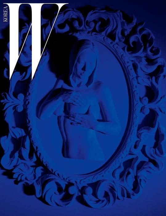 신건우, 'Blue Manual' 레진에 채색 80x65cm, 2016