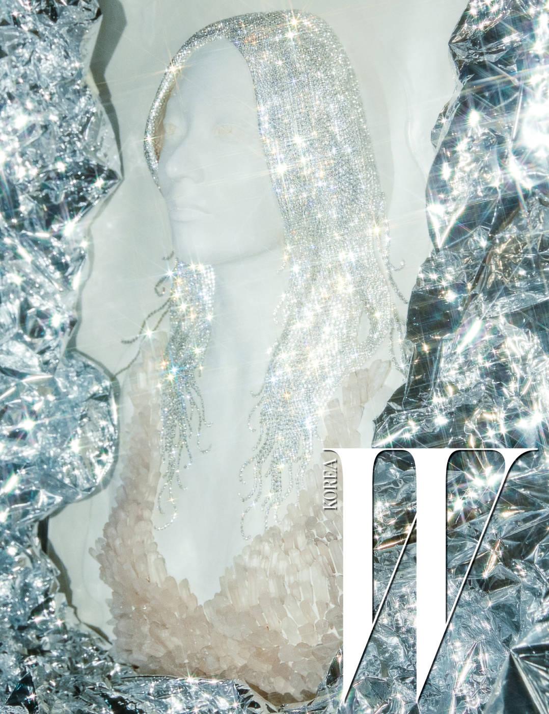 김성헌, 'Crystal' FRP에 수정 원석, 스와로브스키 크리스털, 53x75cm, 2016