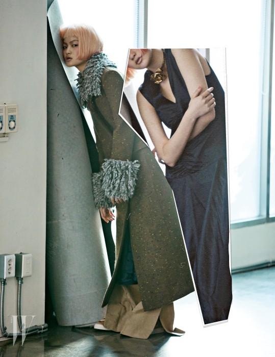 라펠과 소매에 곱슬거리는 울을 덧댄 카키색 코트는 크리스토퍼 케인 제품. 3백35만원. 검은색 슬리브리스 드레스와 슬릿 장식 통 넓은 팬츠는 셀린느 제품. 가격 미정. 장미 초커는 프라다 제품. 가격 미정.