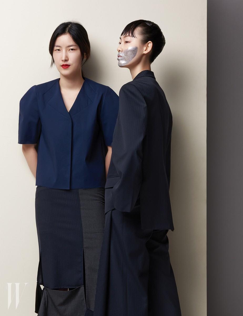 온전히 자신이 입고 싶은 옷을 만들어야겠다는 생각에서 브랜드를 론칭한 렉토의 정지연. 2017 S/S 컬렉션은 특유의 미니멀한 실루엣 속에서 2D, 3D를 넘나드는 세심한 디테일의 변주가 돋보인다. 실험적인 시도와 단호한 절제가 균형을 이루는 렉토는 가장 모던한 동시에 변화무쌍한 매력을 지녔다.