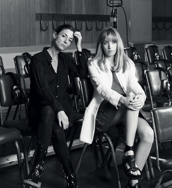 페이 캠페인 촬영 현장에서 만난 사진가 메리 매카트니(왼쪽)와 모델 클라라 맥그리거.