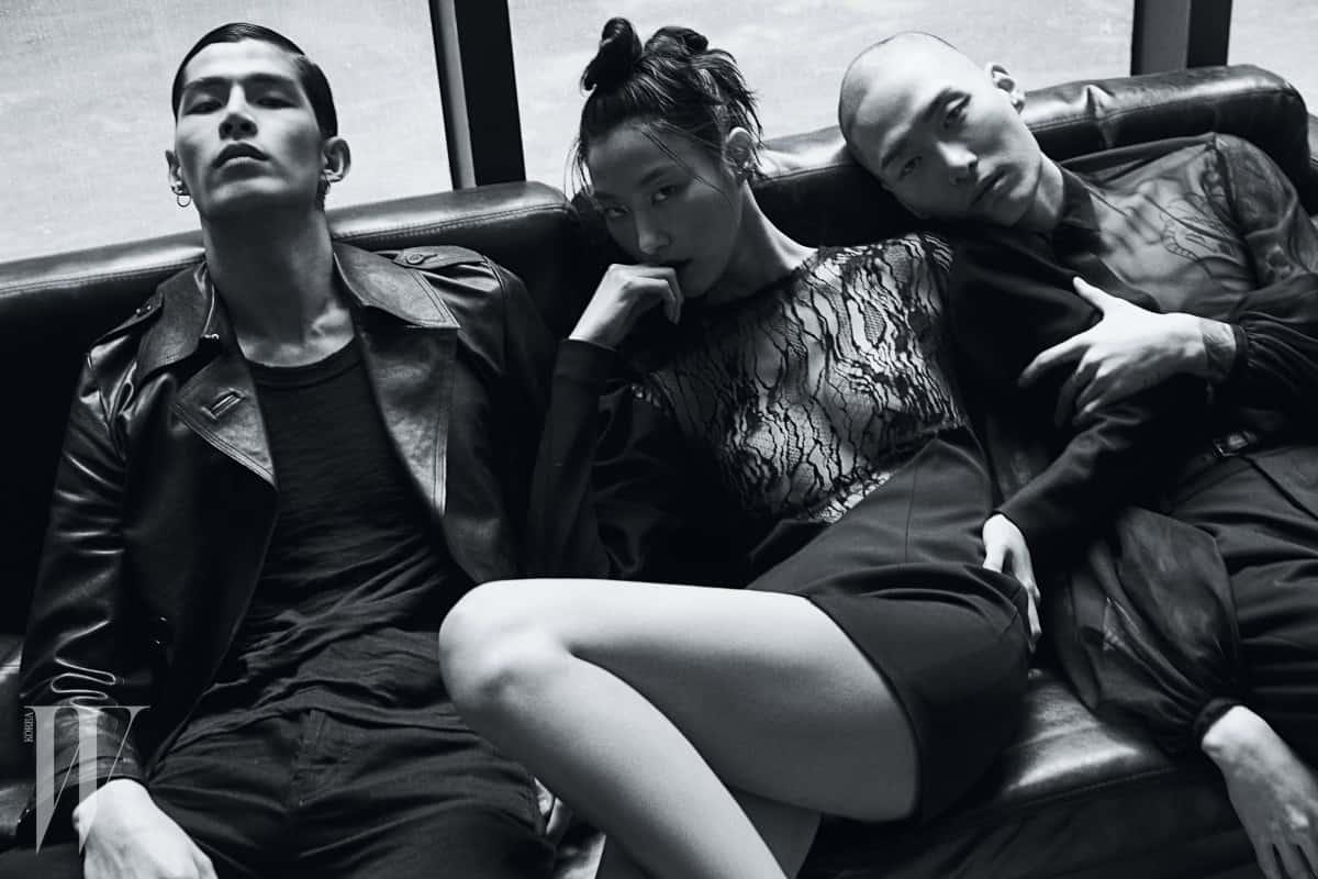 왼쪽부터ㅣ태은이 입은 가죽 트렌치, 티셔츠, 팬츠, 박지혜가 입은 레이스 장식 드레스, 노마한이 입은 시스루 셔츠, 팬츠는 모두 Saint Laurent by Anthony Vaccarello 제품.