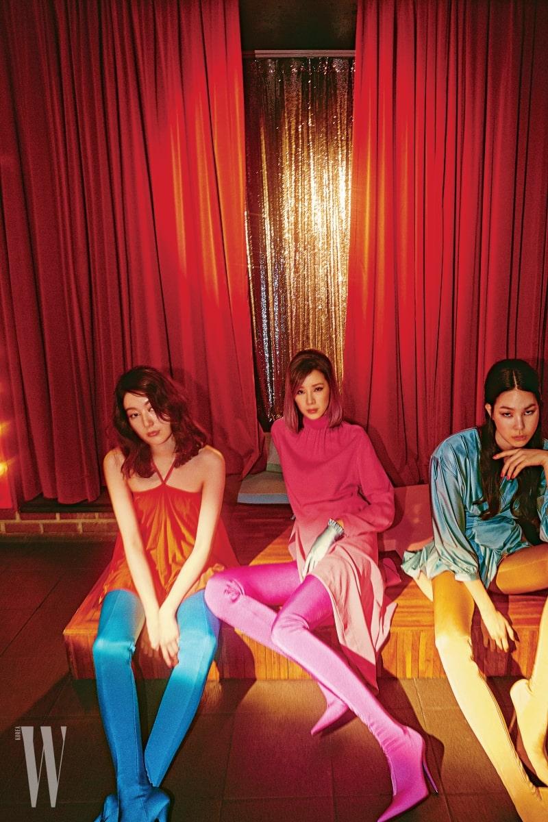 최준영, 아이린, 진정선이 입은 컬러풀한 의상과 슈즈는 모두 Balenciaga 제품.
