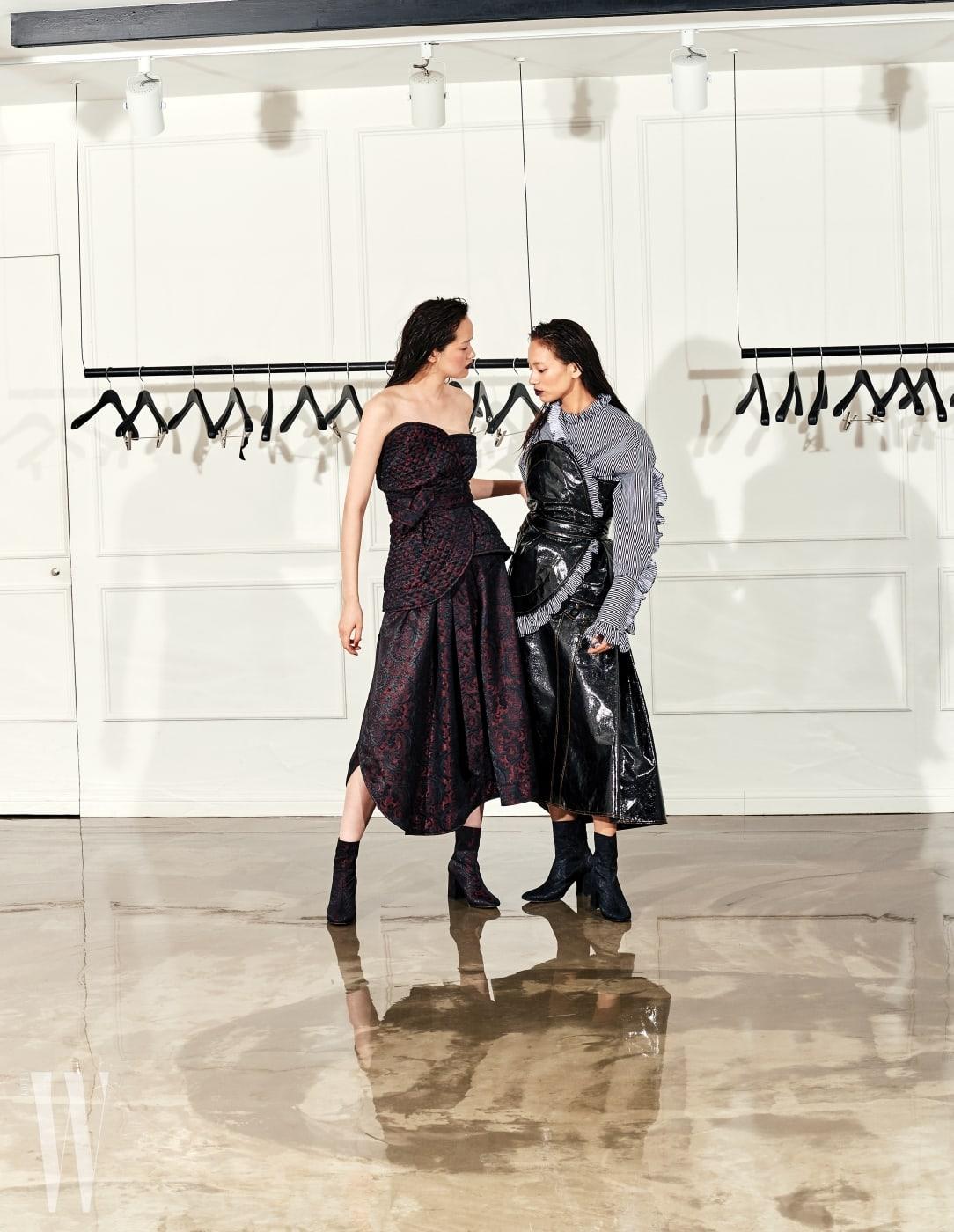 퐁리가 입은 퀼팅 소재의 튜브톱과 스커트, 안나가 입은 러플 셔츠, 페이턴트 소재의 뷔스티에, 스커트, 슈즈는 모두 J KOO 제품.