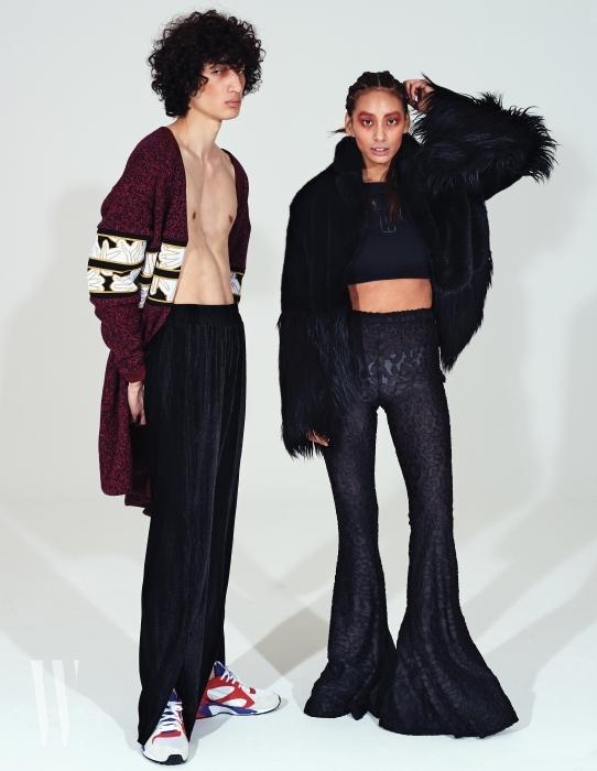 김봉우가 입은 레오퍼드 패턴 카디건과 벨벳 슬릿 팬츠, 안나가 입은 페이크 퍼 재킷, 안에 입은 로고 크롭트 톱, 레오퍼드 패턴의 디스코 팬츠는 모두 KYE 제품.