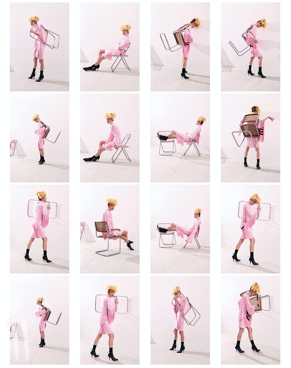 드라마틱한 프린지 장식 실크 드레스, 양말과 레이스업 슈즈는 모두 Givenchy 제품. 투명한 분홍색 Plia Chair는 Castelli, Silla Cesca 의자는 Knoll 제품.