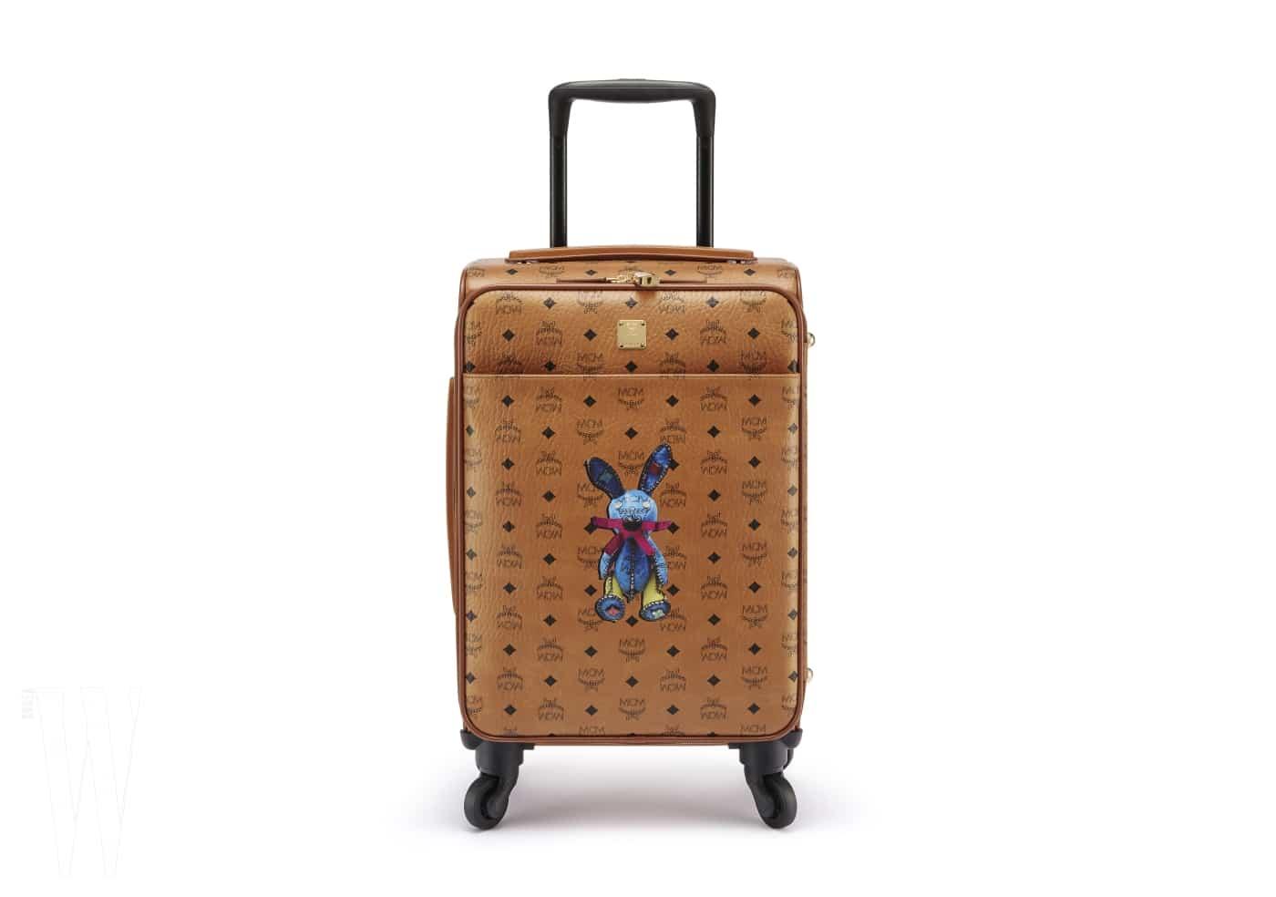 3 앙증맞은 토끼가 인상적인 가죽 소재의 러기지 백은 MCM 제품. 1백55만원.