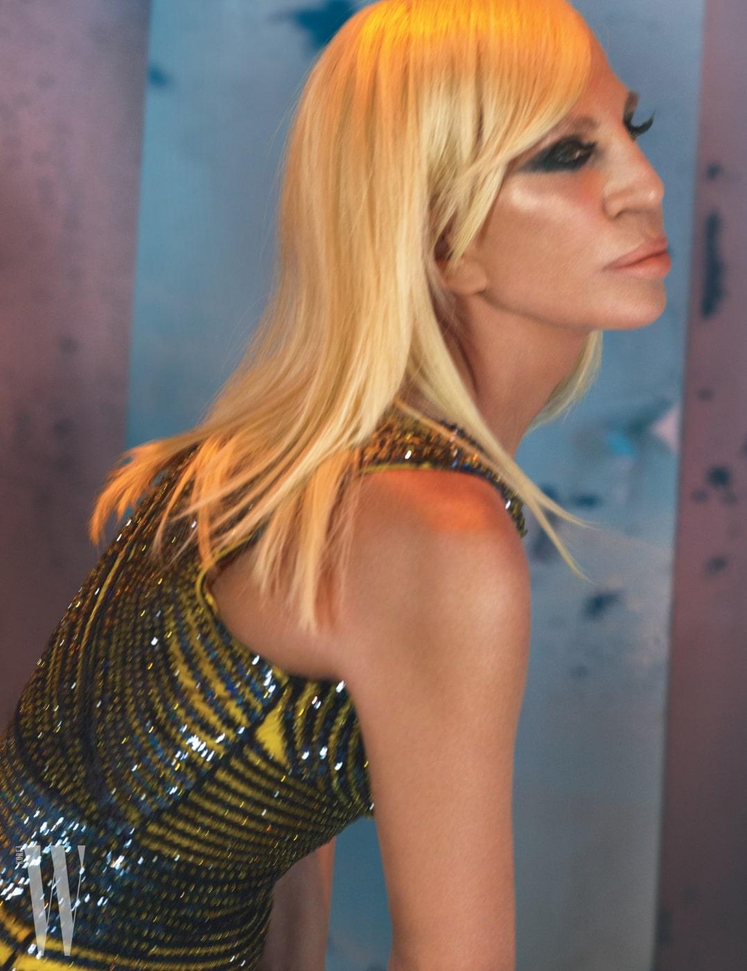 도나텔라 베르사체가 입은 드레스는 Versace 제품.