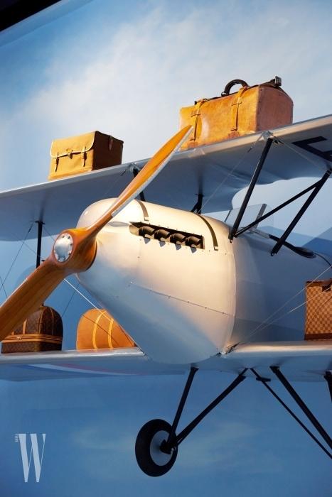 항공 여행의 발달과 함께한 루이 비통만의 독창적인 여행 가방.
