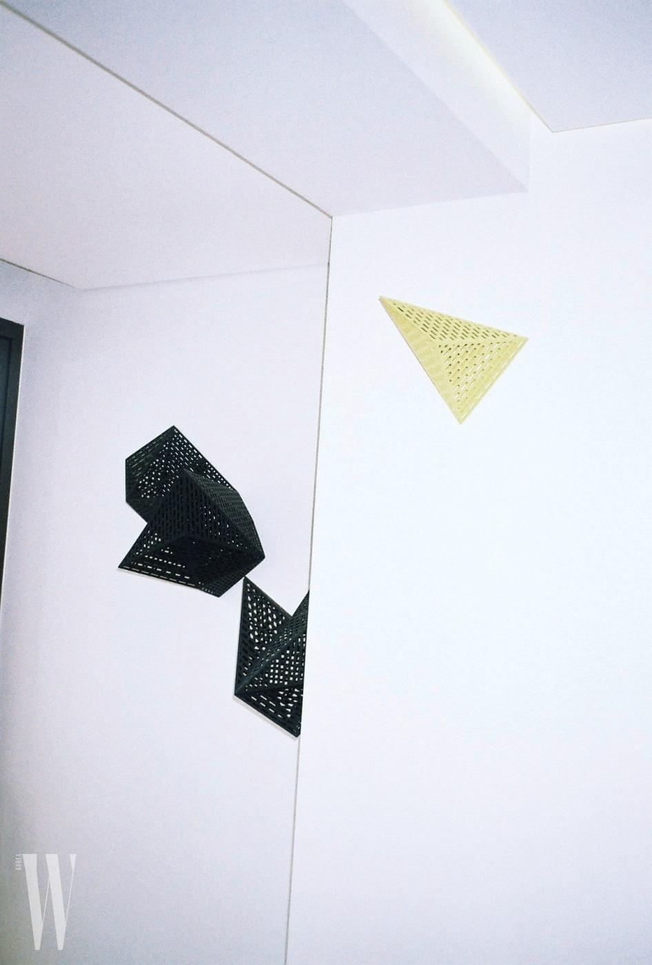거실에서 포착한 친구 서혜영 작가의 작품.