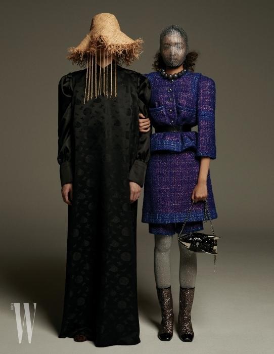 손종빈이 입은 오리엔탈 무드의 드레스, 모자는 Window 00 제품. 정유림이 입은 판타지 트위드 재킷, 스커트, 브라스 소재 우주선 모티프 클러치, 나일론 소재의 메탈릭 타이츠, 글리터링 부츠, 목걸이, 벨트로 연출한 헤어밴드는 모두 Chanel, 메탈릭 마스크는 Gucci 제품.