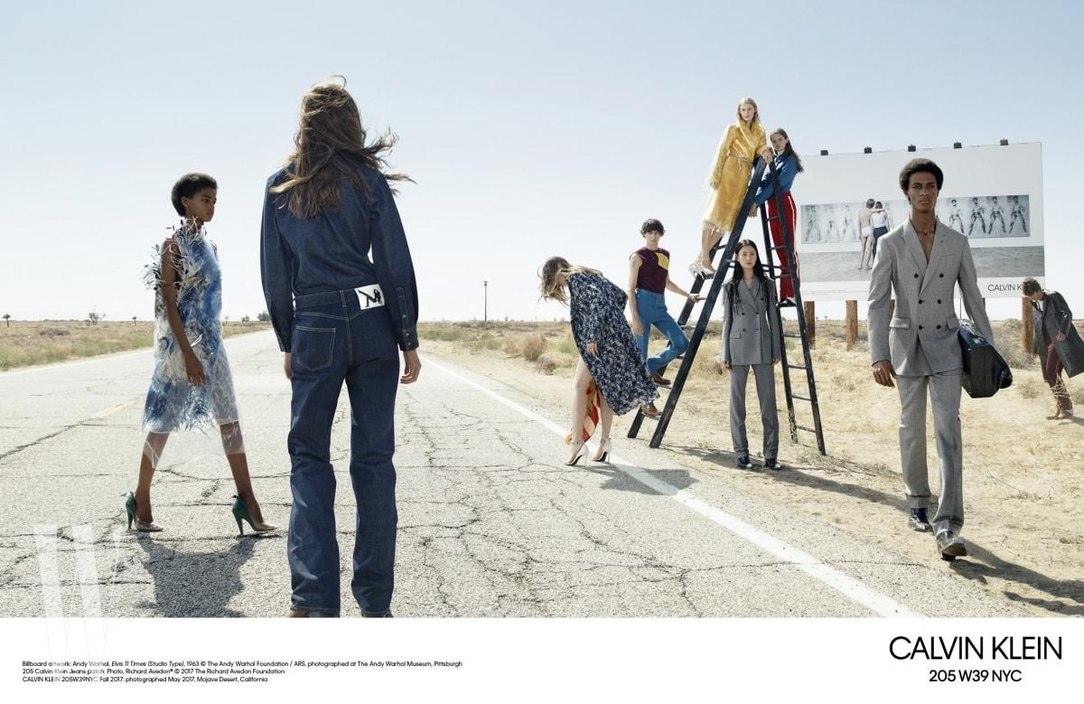 캘빈 클라인의 이번 시즌 광고 캠페인.