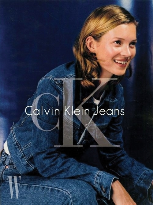젊음과 청춘의 상징 케이트 모스가 등장한 90년대 광고 비주얼.