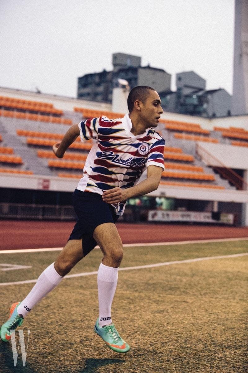 태극 문양 색상이 프린트된 축구 유니폼은 니벨크랙 제품. 8만9천원.