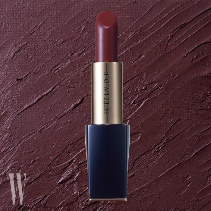 Estee Lauder 퓨어 컬러 엔비 매트 립스틱(113 로우 엣지)  버터처럼 부드럽고 럭셔리한 질감, 선명하고 풍부한 컬러, 입술을 감싼 듯 사용감이 편안한 매트 립스틱. 3.5g, 4만원대.
