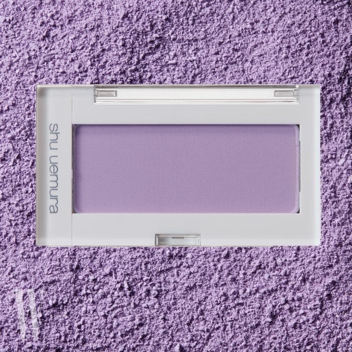 Shu Uemura 글로우 온(M225)  명불허전, 페일한 라벤더 색상의 블러셔. 인상파 화가의 수채화처럼 맑고 투명한 발색이 특징이다. 4g, 3만7천원대.