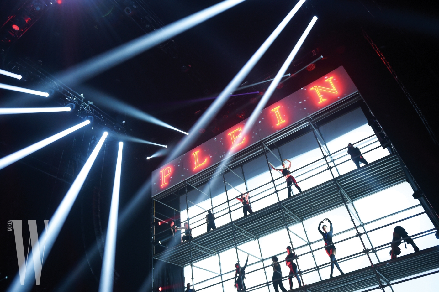 PHILIPP PLEIN SS18 #GOODGONEBAD : FASHION SHOW & AFTERPARTY - ATMOSPHERE