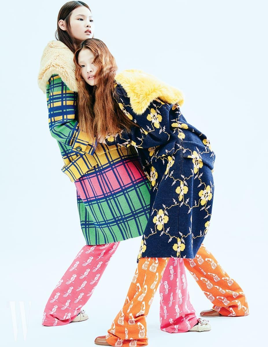 앨리스가 입은 경쾌한 체크 패턴 코트와 새 프린트 팬츠, 페이턴트 소재의 펌프스는 모두 미우미우 제품. 4백60만원, 가격 미정, 가격 미정. 아현이 입은 꽃무늬 코트와 전화기 프린트 팬츠, 슈즈는 모두 미우미우 제품. 4백60만원, 가격 미정, 가격 미정.