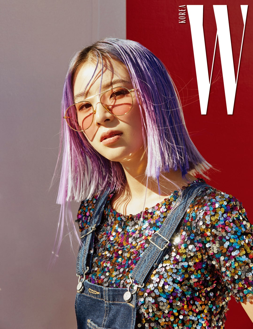 핑크 틴트 렌즈 선글라스는 Lash 제품.