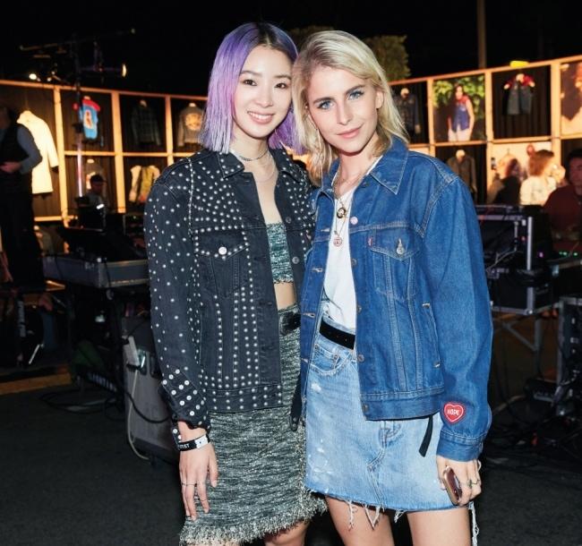 한국과 독일의 패션 인플루언서를 대표하는 아이린과 카로 다우르의 만남.