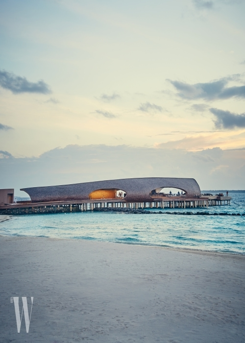 WHALE BAR, AT SUNSET,  ST REGIS, Dhaalu Atoll Vommuli, MALDIVES