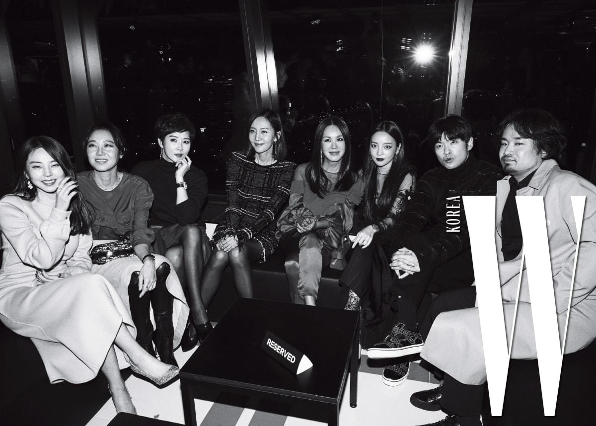 왼쪽부터 | 안소희, 공효진, 김선아, 염정아, 엄정화, 구하라, 장기하, 하세가와 요헤이가 파티를 즐기고 있다.