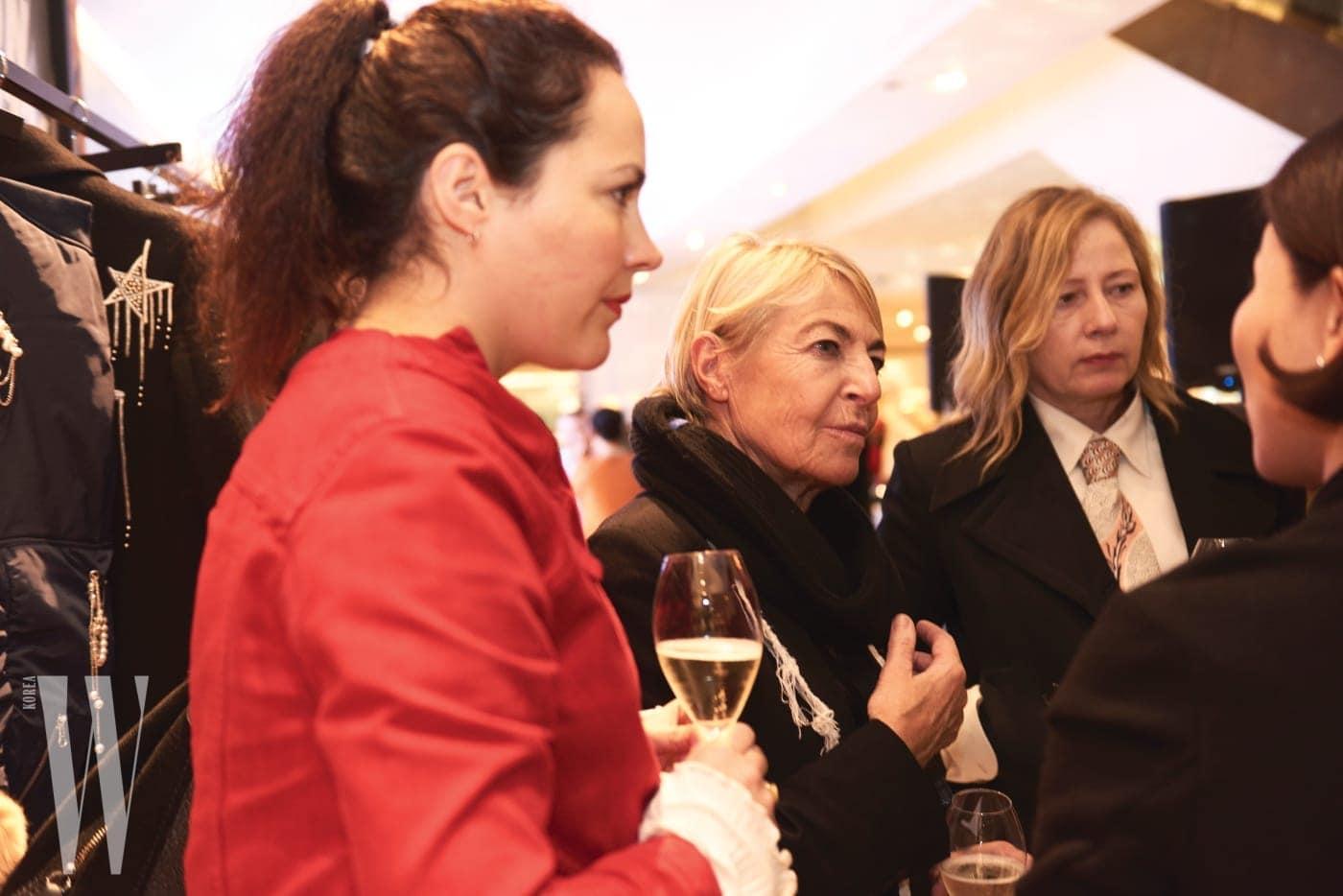 영국패션협회의 안나 오르시니와 패션 저널리스트 사라 무어가 참석해 이번 프로젝트를 관심 있게 지켜봤다.