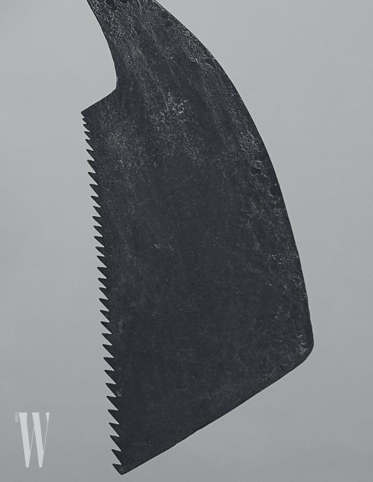 하학적인형태와 한국 느껴지는 무게감이 전통 톱.