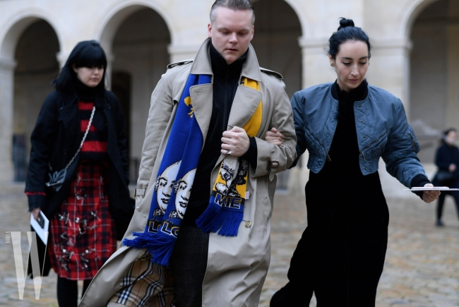 2018_01_19__STS2285 Outside Maison Margiela At Paris Mens Fashion Week