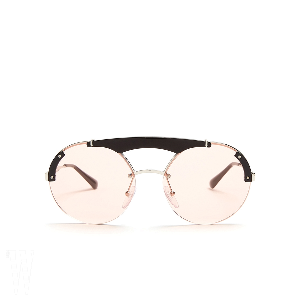 PRADA 투명한 미러 렌즈 선글라스는 프라다 제품. 가격 미정.