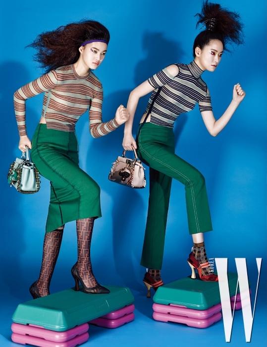 서유진이 입은 니트 톱, 초록색 스커트, FF 로고 장식 스타킹 부츠, 레이스업 장식 '미니 피카부' 가방과 가방에 장식한 초록색 참, 퐁리가 입은 줄무늬 니트 톱, 팬츠, 체크무늬 양말과 빨간색 스포티 힐, 레이스업 리본 장식 '미니 피카부' 가방과 가방에 달린 참 장식은 모두 Fendi 제품.