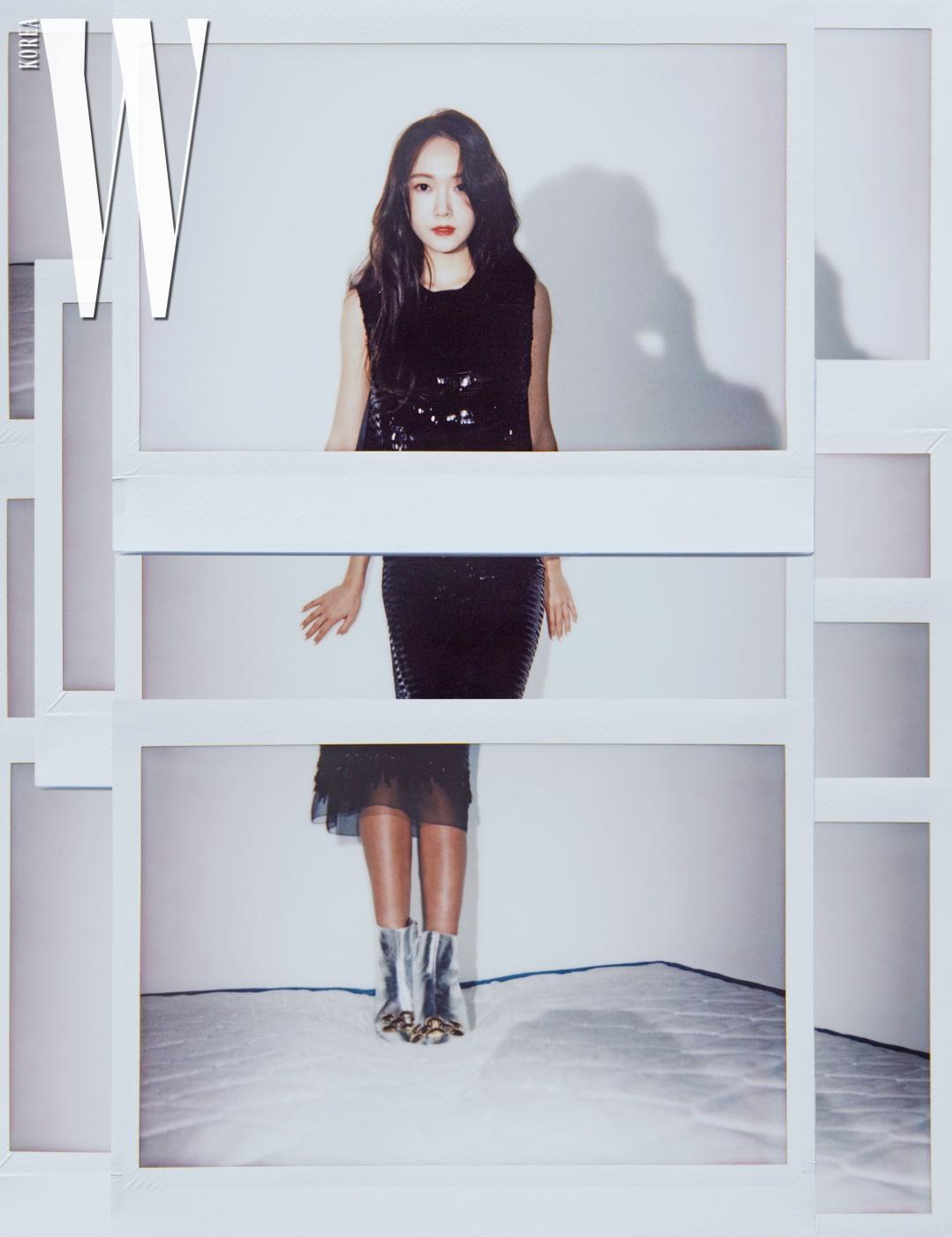 시퀸 장식 슬리브리스 톱과 밑단에 샤 소재로 포인트를 준 시퀸 장식 스커트, 실버 앵클부츠는 모두 Marc Jacobs 제품.