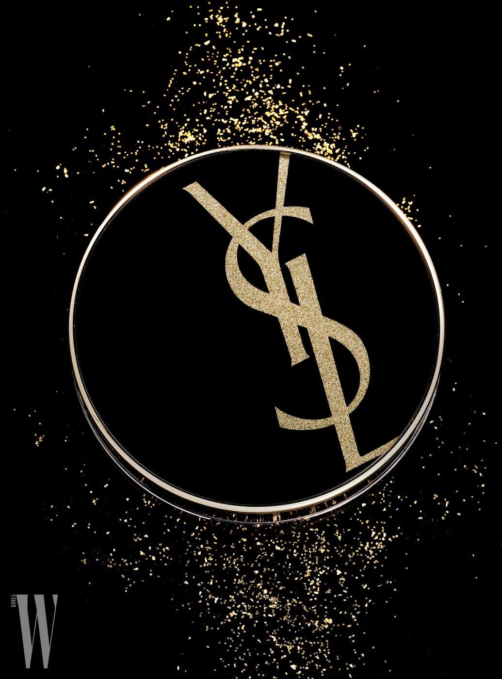 YVES SAINTLAURENT BEAUTY 르 쿠션 엉크르 드 뽀 모노그램 에디션 한정 제품. 14g, 8만2천원대.