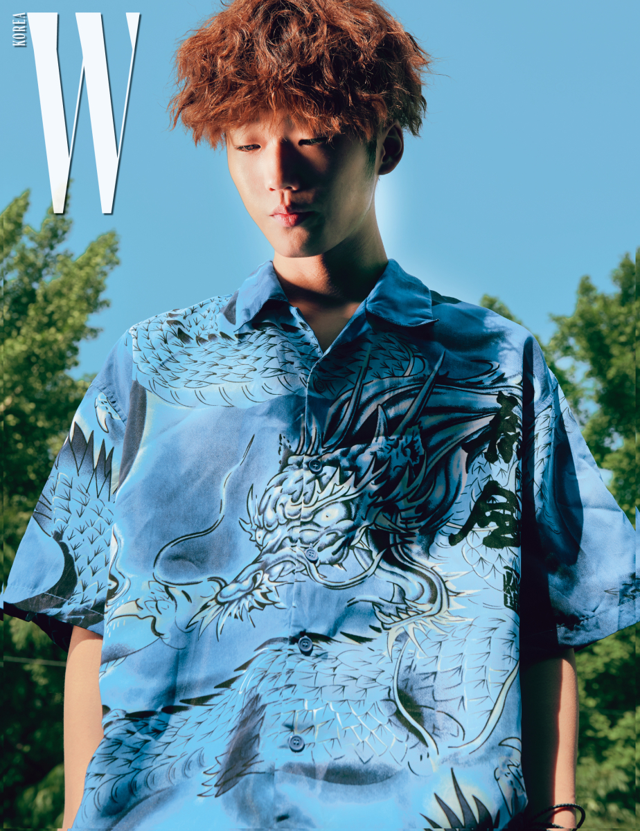 프린트 셔츠는 스타일리스트 소장품.