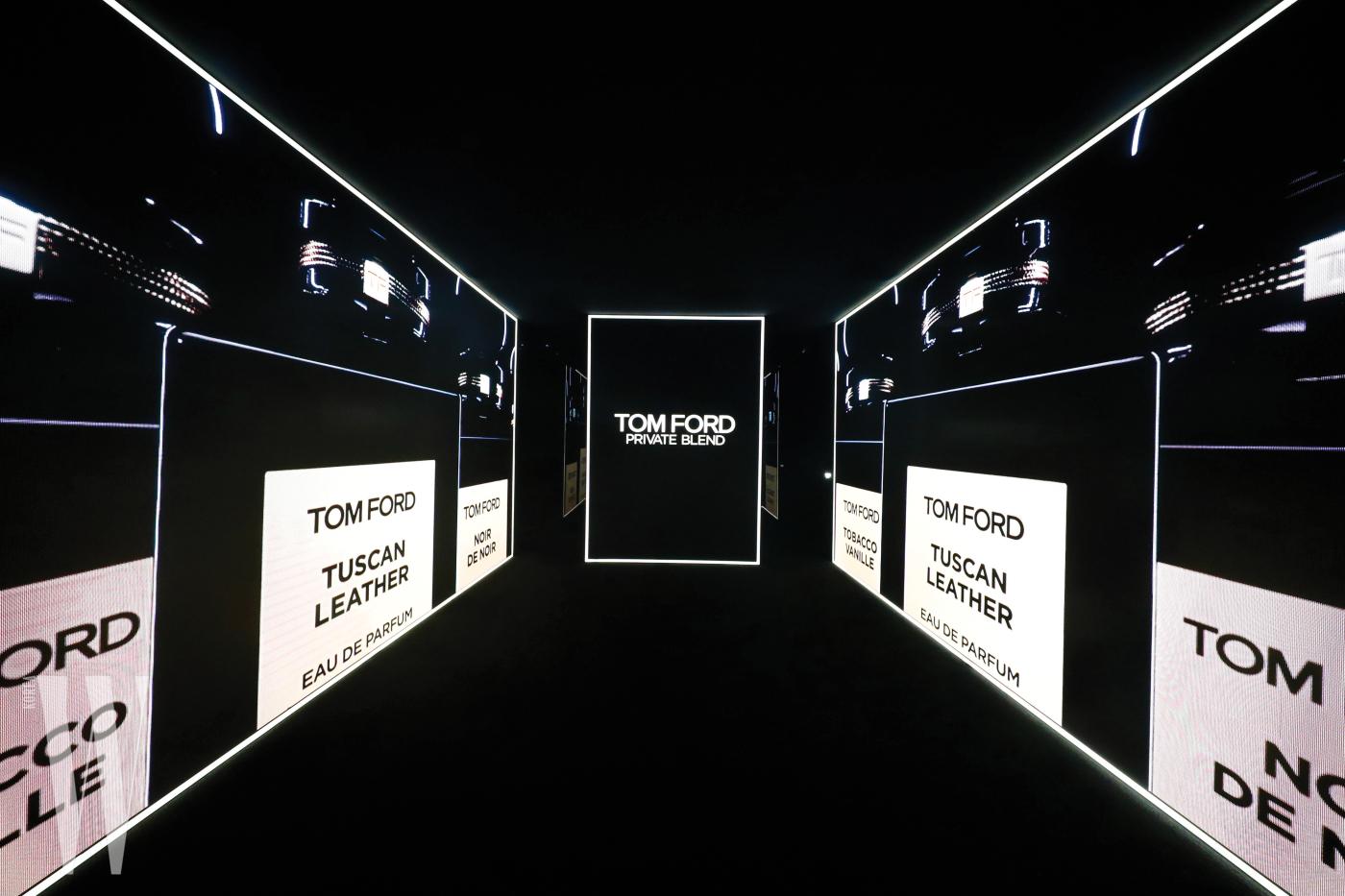 톰 포드의 내레이션으로 시작된 전시의 첫 공간에서는 프라이빗 블렌드에 대한 그의 생각을 엿 볼 수 있었다.
