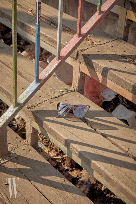 투톤 프레임의 선글라스는 셀린 제품.가격 미정.