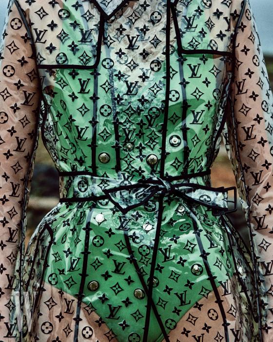 모노그램 프린트의 PVC 소재 레인코트는 Louis Vuitton, 안에 입은 연두색 원피스 수영복은 Cos 제품.