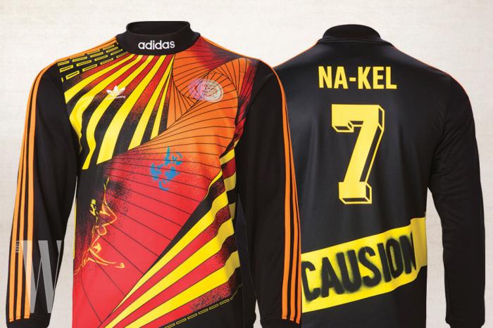 마크 곤잘레스 등 스케이트보더들과 협업한 축구 유니폼 컬렉션은 아디다스 오리지널스 제품. 긴소매 10만9천원,