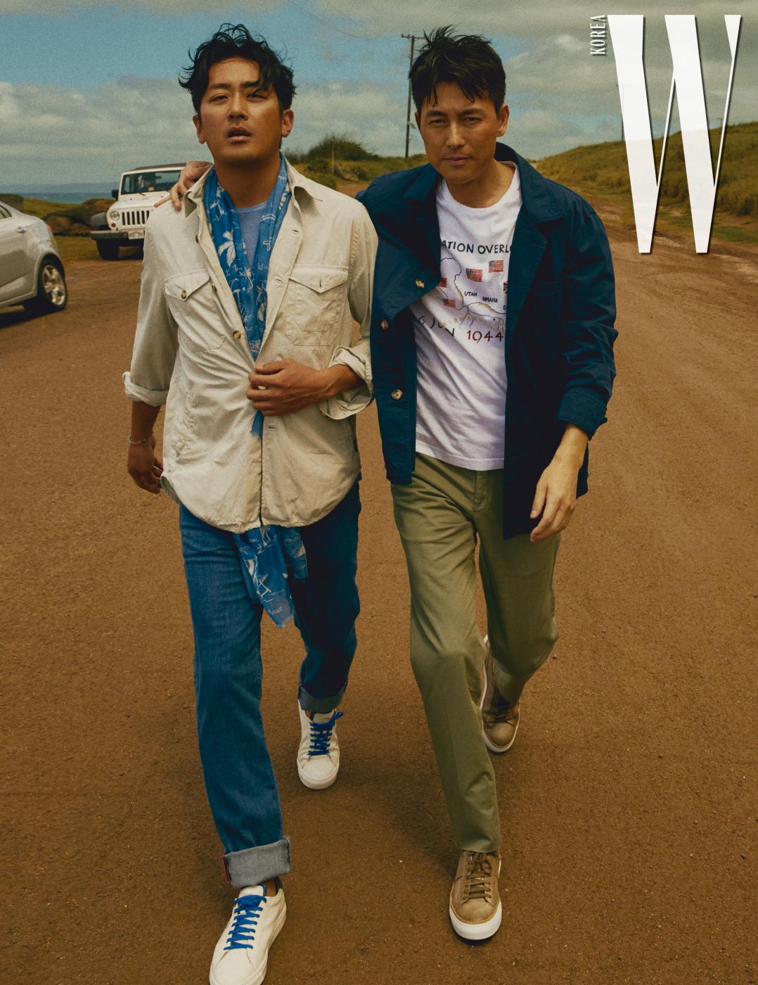 하정우가 입은 셔츠, 데님 팬츠, 티셔츠, 프린트 스카프, 정우성이 입은 재킷, 팬츠, 티셔츠는 모두 Breuer, 레이스업 스니커즈는 모두 S . T. Dupont 제품.