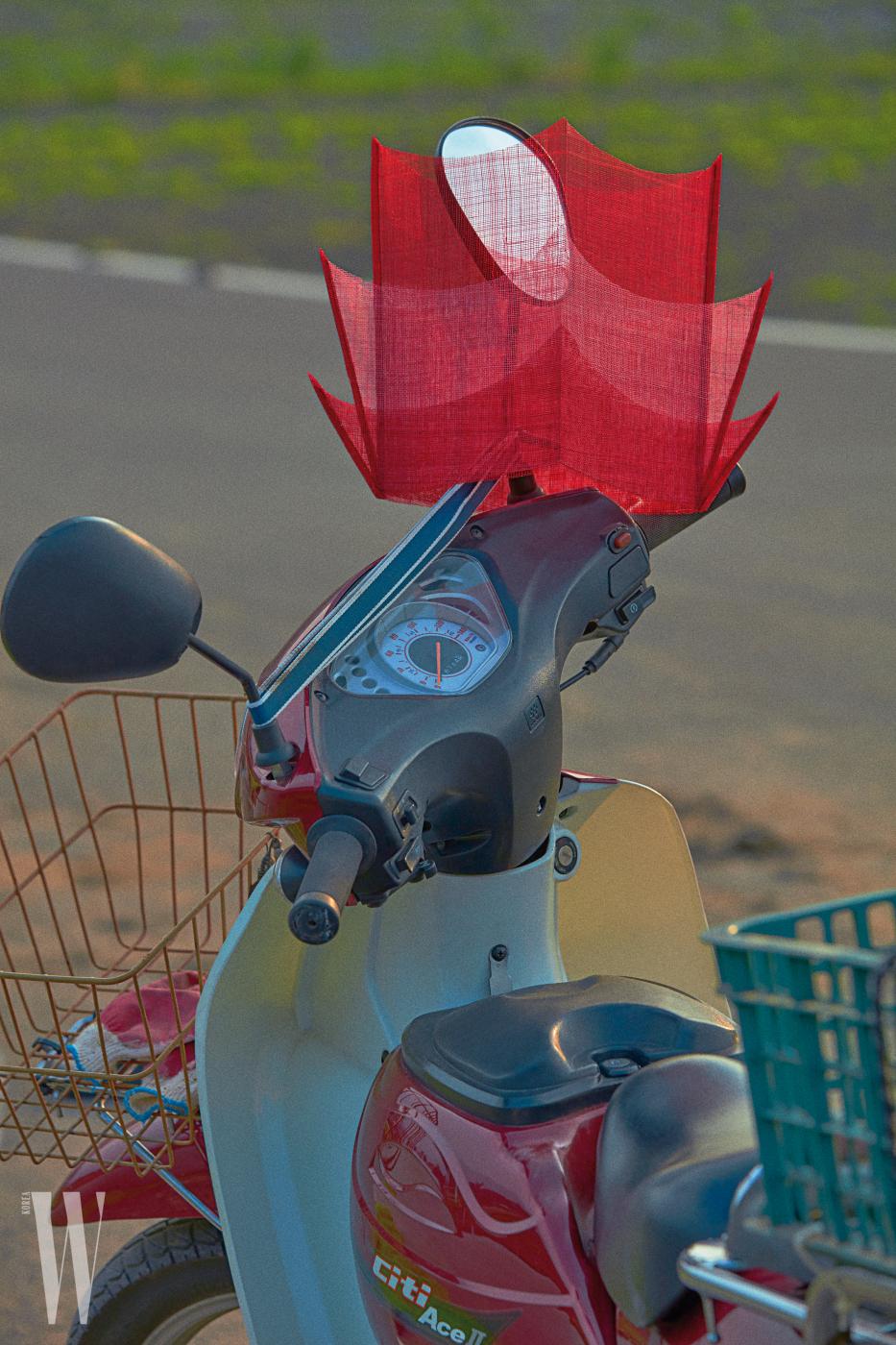 대감 모자는 큐 밀리너리 제품. 가격 미정.