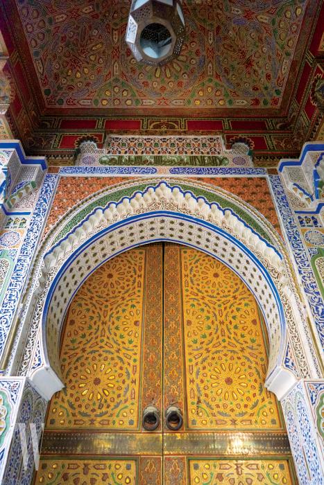화려하고 감각적인 컬러의 향연을 볼 수 있는 건축물.