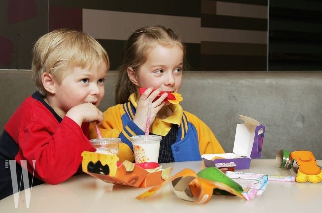 MELBOURNE, AUSTRALIA - AUGUST 29:  Children eat a new Happy Meal at the McDonald's restaurant in Collingwood on August 29, 2006 in Melbourne, Australia. The new Happy Meal is a low fat alternative to the fast food chain's traditional Happy Meal. Childhood obesity is a major health issue in Australia and has tripled in the last 20 years with one in six Australian children classed as obese.  (Photo by Kristian Dowling/Getty Images)