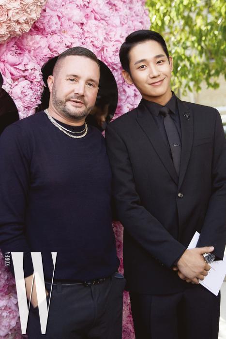 쇼 직후, 정해인은 디자이너 킴 존스를 만나 반갑게 인사를 나눴다.
