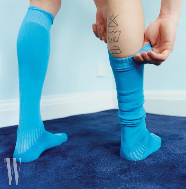 [보도스틸]Boy in Socks in Dust Magazine, London, 2017, C-type Print, 72 x 93 cm  Coco Capitan