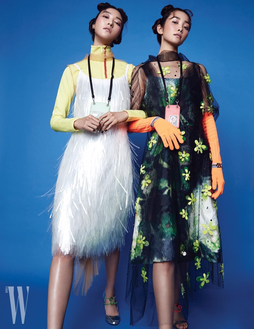 왼쪽 | 집업 장식의 노란색 톱, 튤과 프린지 드레스, 가죽 포켓 목걸이, 스트링 장식 펌프스는 모두 Prada 제품. 오른쪽 | 이너로 연출한 프린트 드레스, 시스루 튤 위에 네온빛 스톤으로 꽃을 형상화한 드레스, 네온 컬러 글러브, 가죽 포켓 목걸이, 펌프스는 모두 Prada 제품.