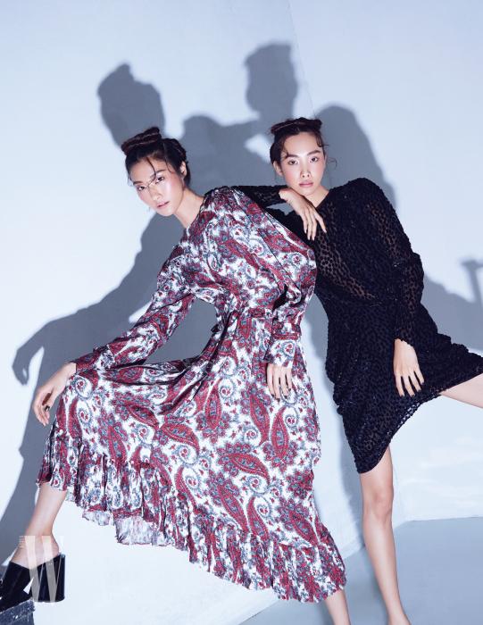 왼쪽 | 어깨 라인을 강조한 페이즐리 프린트의 러플 장식 드레스는 Isabel Marant 제품. 페이턴트 뮬은 Gucci 제품. 오른쪽 | 검정 시스루 미니드레스는 Isabel Marant 제품.